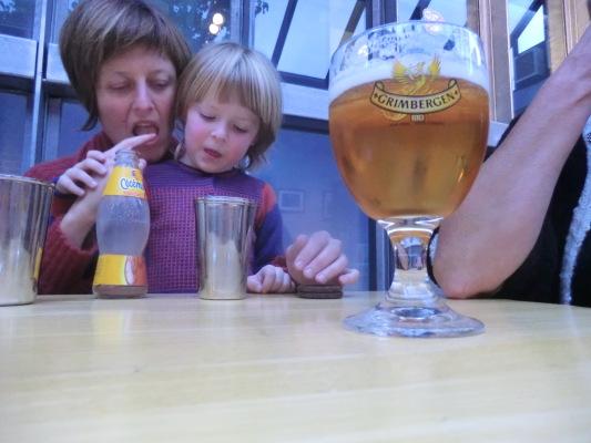 6 ieder geniet van zijn eigen drankje